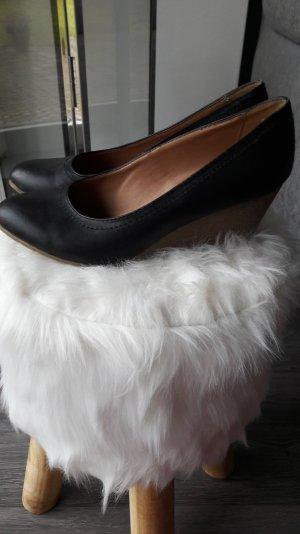schwarze Schuhe mit Keilabsatz von Graceland