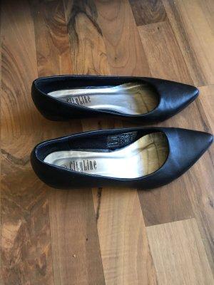 Schwarze Schuhe mit kleinem Absatz (ca. 4cm)