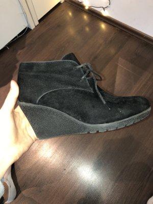 Schwarze Schuhe mit leichtem Absatz