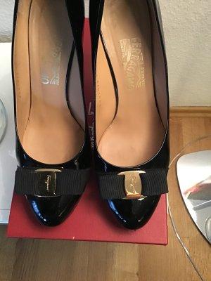 Schwarze Schuhe mit Plateau von ferragamo,gr.40
