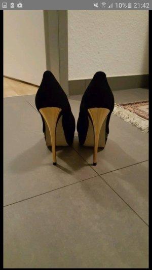 Schwarze Schuhe von Buffalo