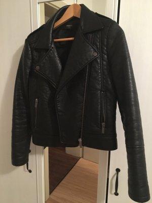 Schwarze, sehr dicke Lederjacke (Imitat)