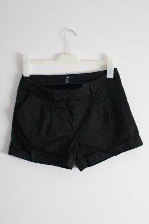Schwarze Short   H und M   38
