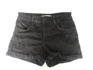 schwarze Shorts