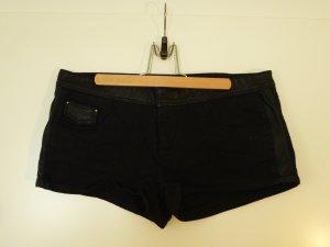 Schwarze Shorts mit Lederapplikationen
