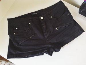 schwarze Shorts mit Reißverschlüssen