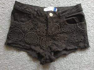 Schwarze Shorts mit spitze
