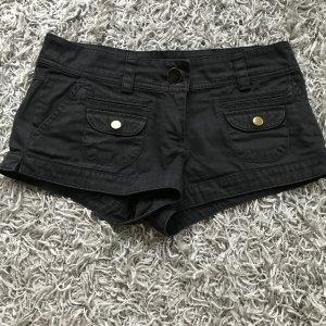 schwarze Shorts mit Taschen