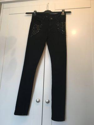 Schwarze Skinny Jeans mit Nieten