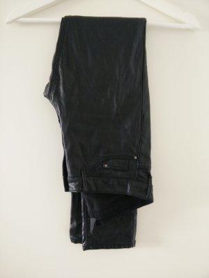 schwarze skinny Lederhose