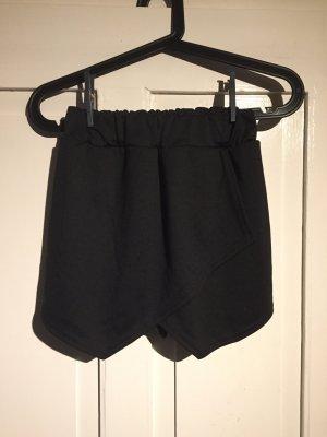 Schwarze Skorts (Shorts)