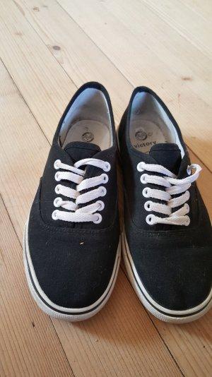 Schwarze Sneaker in Form von Vans