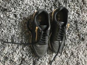 Schwarze sneaker mit Nieten inspirert