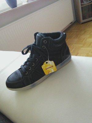 Schwarze Sneaker NEU !
