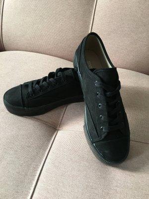 Schwarze Sneaker. NEU. Hohe Sohle. Gr. 40