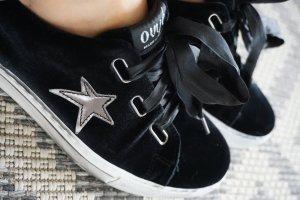 schwarze Sneaker * Stern Gr. 40