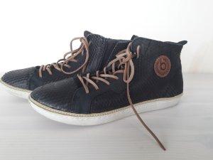 Schwarze Sneaker von Bugatti