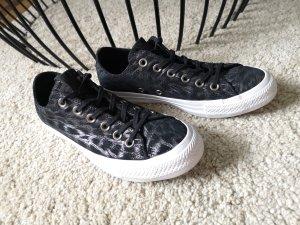 schwarze Sneaker von Converse