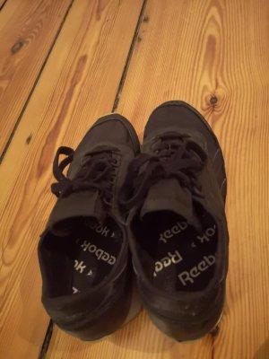 schwarze Sneaker von Reebok