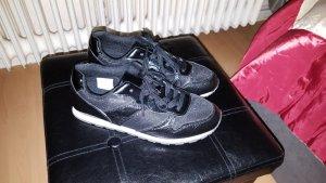 Schwarze Sneakers. Größe 38