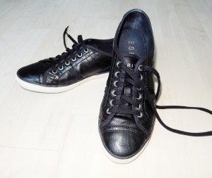 Schwarze Sneakers von Esprit