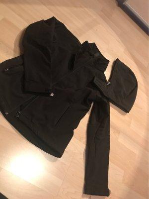Schwarze Softshelljacke