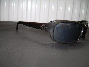 schwarze Sonnenbrille von lemon mit silbernen Nieten