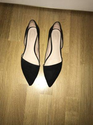 Schwarze spitze flache Schuhe
