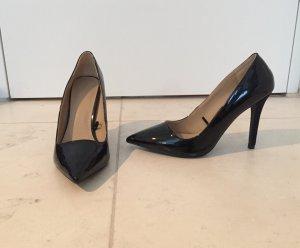 Schwarze spitze Lackpumps von Zara