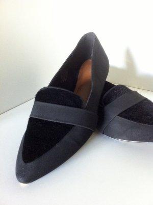 Schwarze, spitze Loafer mit Kunstfell Applikation