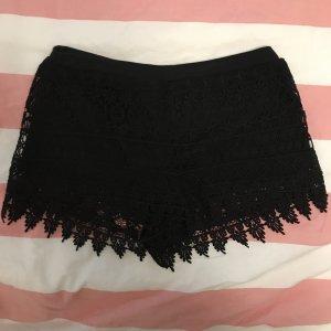 Schwarze Spitzen Shorts / Hot Pants