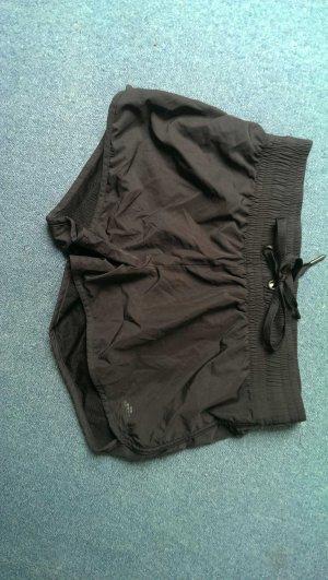 Schwarze Sport HotPants, einmal getragen, freut sich über Neuf Besitzerin