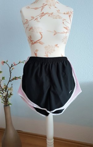 schwarze Sport-Shorts, Lauf-Shorts, kurze Sporthose von Nike