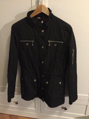 Schwarze sportliche Jacke