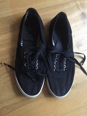 Schwarze sportliche Sneaker / Skaterschuhe