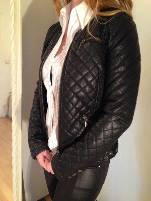 schwarze Steppjacke, figurbetont, Reißverschlüsse, Größe S, Zara