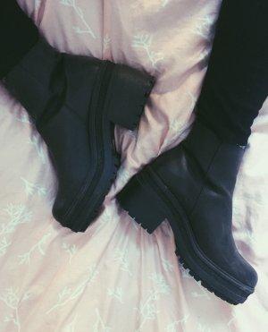 Schwarze Stiefel aus Leder Blockabsatz Ankleboots ASOS Boots