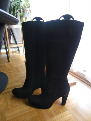 Schwarze Stiefel aus Rauhleder