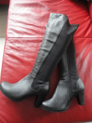 Schwarze Stiefel in Gr. 39