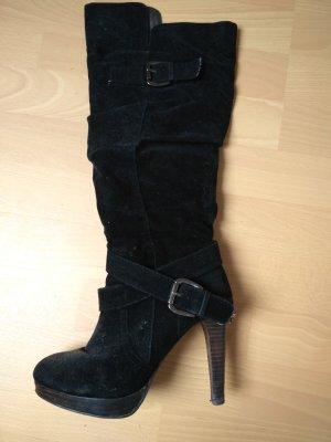 Schwarze Stiefel in Wildlederoptik