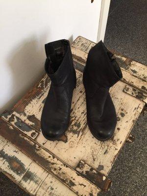 Schwarze Stiefel, leicht gefüttert