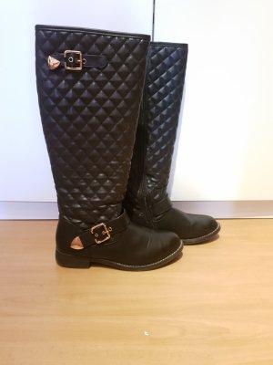 schwarze Stiefel mit goldenen Details