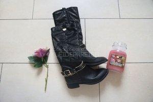 Schwarze Stiefel mit goldenen Elementen