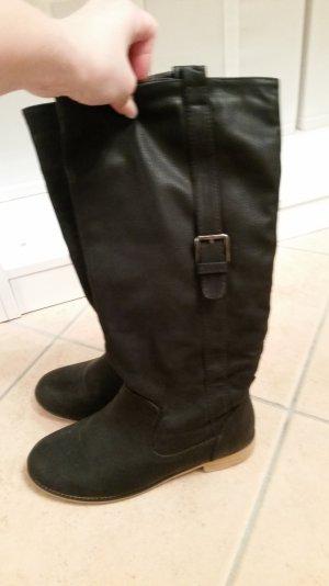 Schwarze Stiefel mit Holzabsatz