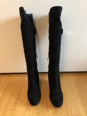 Schwarze Stiefel mit Keilabsätze von Guess