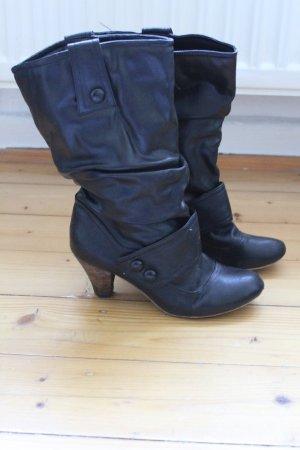 Schwarze Stiefel mit Raffung & Knopfleiste