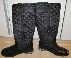 schwarze Stiefel mit Rautemuster