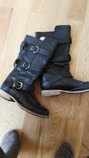 schwarze Stiefel mit Schnallen aus Leder von Buffalo