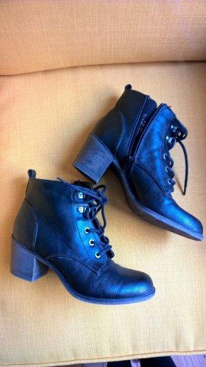 Schwarze Stiefel mit Schnürung #blogger #casual