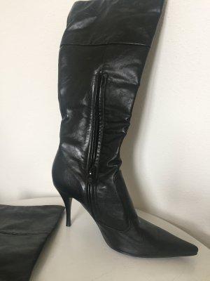 Schwarze Stiefel mit Spitze